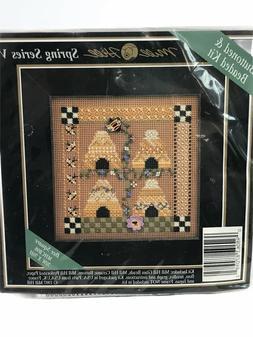 Bee Square - Cross Stitch Kit
